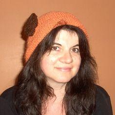 Bonnet doux, orange, tricoté main, pour femme