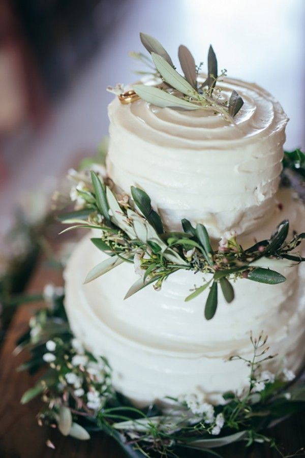 Decorate your wedding cake with eucalyptus for a fresh, natural look | Chris Copeland Photography