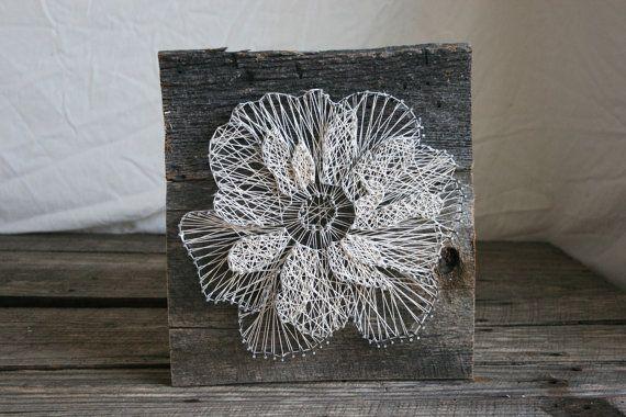 18 x 18 Floral Anemone aufgearbeiteten Holz von RambleandRoost