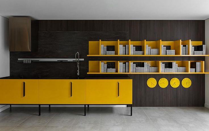 Cansou do tom dos armários e gostaria de mudar radicalmente o ambiente? Com sua cozinha S.C.A. você pode substituir somente as frentes do móvel, mantendo a caixaria.