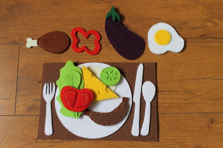 Filcowe jedzenie, chleb i część dodatków na rzepy. Wykonanie Kaliniaki Felt food