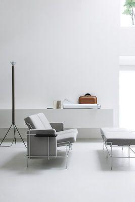 Scopri Panchina Traffic -/ L 132 cm - 2 posti, Tessuto beige / Struttura bianca di Magis, Made In Design Italia