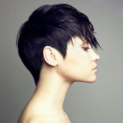 Μια συλλογη από κοντά μαύρα μαλλιά!