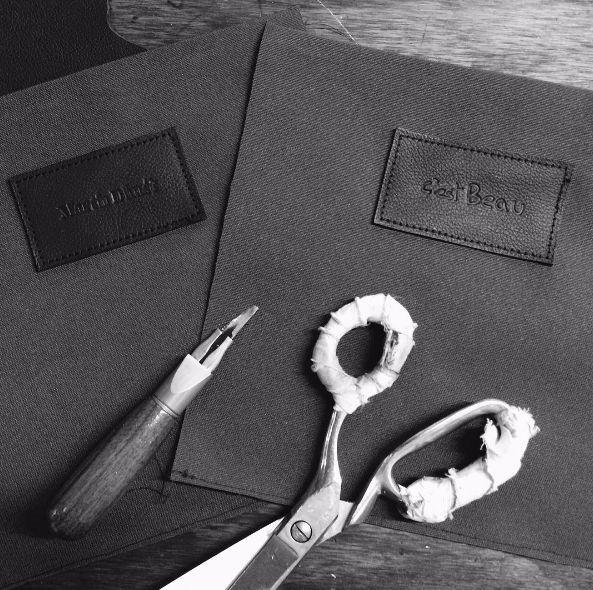 Collaboration avec les gars de C'est Beau !! #martindhust #cestbeauhandwork #leatherbag #accessoiries #madeinmtl: