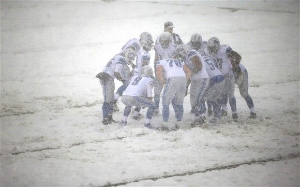 2014 snow storm | Detroit Lions players huddle during a snow storm in the first half of ...