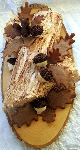 bûche de noël - tuile oak leaves by distopiandreamgirl, via Flickr