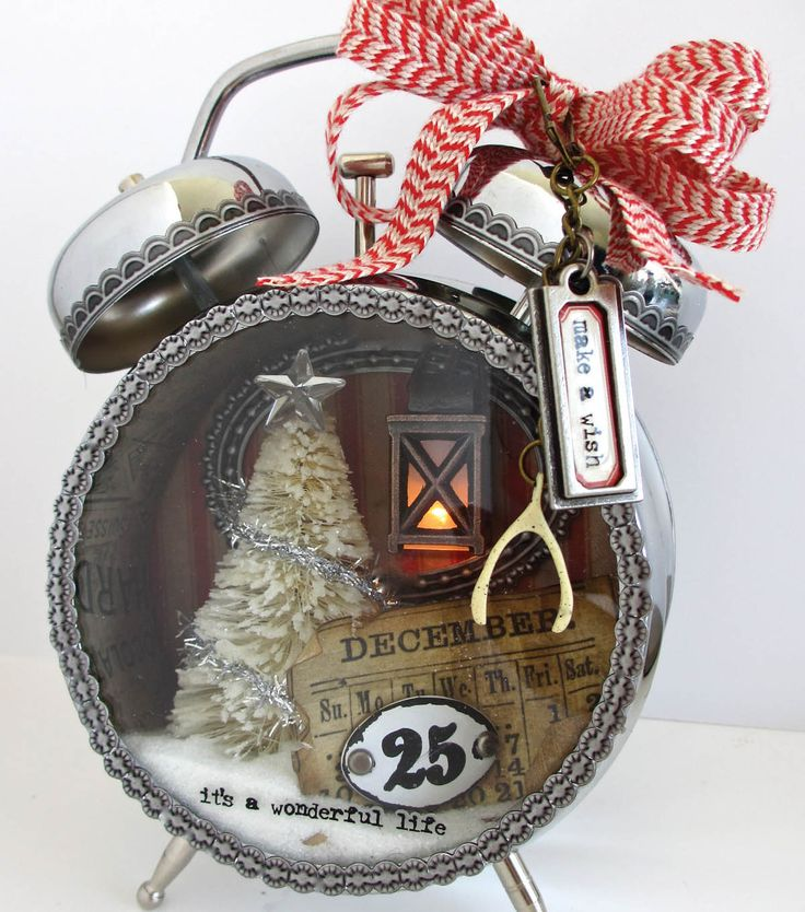 Create a nostalgic Christmas look with this DIY Christmas Assemblage Clock fro Joann.com!