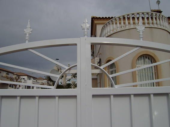Metal gate, with arche @ Princess Astrid - Torrevieja