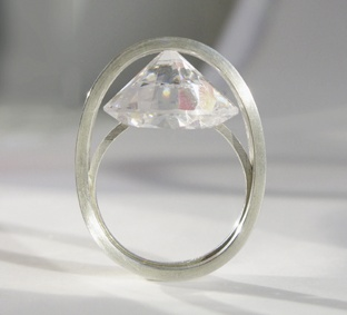 Another unusual stone setting. By Karen Kathmann.