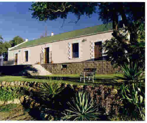 Zebra Lodge - Situated halfway between George and Oudtshoorn in the Little Karoo, Zebra Lodge is ideally positioned for tourists.The lodge offers three self-catering rooms, which includes a two family bedrooms with ... #weekendgetaways #oudtshoorn #southafrica