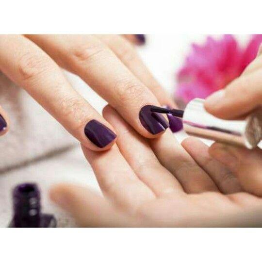 Substâncias podem provocar irritações de #pele, #alergias e até mesmo #doenças mais graves, como o #câncer  Veja a dica: http://bit.ly/XsKkrU    Facebook: http://on.fb.me/1otglf5    Quer visualizar as unhas feitas por você ou pela sua #manicure, em nosso site? Envie-nos a foto das suas unhas, pelo WhatsApp +55 11 96926-8261.    #manicure #pedicure
