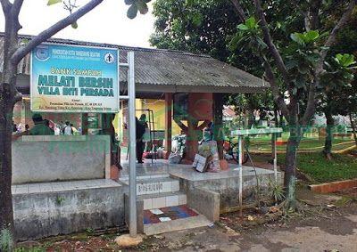 Bank Sampah Melati Bersih: Kegiatan Penimbangan Sampah di BSMB Villa Inti Per...