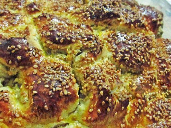 Dilek'le Mutfakta'dan Tahinli Çember Çörek;   Mis gibi tahin kokusu ve bol cevizle pişmiş mayalı çörekler