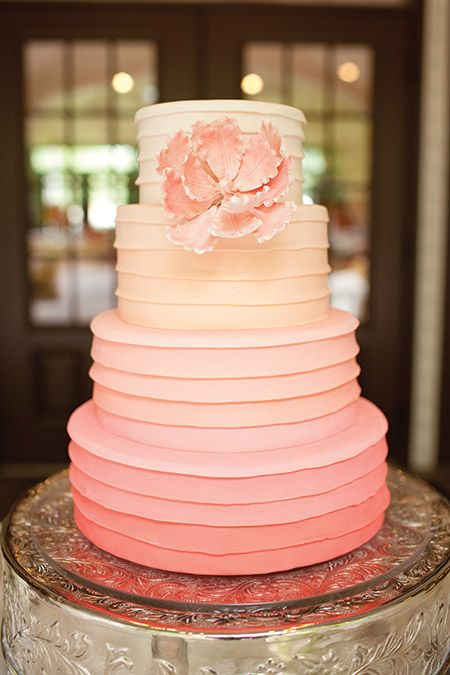 We're still crushing on the popular ombre trend. Platter perfection, people! But while pinks and peaches are forever fabulous, we'd love to mix it up in 2014 and see ombre shades of emerald or fuscia. Get on it, girls! Kate Jeppson Photography #weddingcake #utahvalleybride