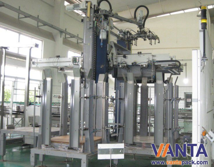 Empty glass bottle depalletizer with pallet collector
