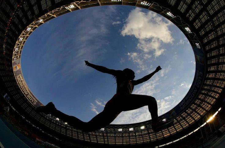"""ORO. La colombiana Caterine Ibargüen registró 14,85 metros en salto triple. """"Gracias a Colombia por el apoyo, se sintió que estaban conmigo""""."""