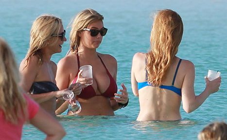 Cameron Diaz, Kate Upton, and Leslie Mann show off their bikini bodies in the Bahamas!