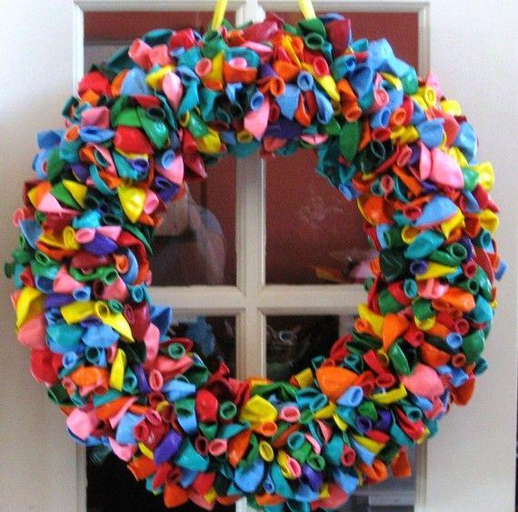 coolio. That takes a ton of balloons!: Birthdays, Rainbows, Birthday Wreaths, Birthday Balloons, Rainbow Birthday, Balloon Wreaths, Birthday Balloon Wreath, Party Ideas