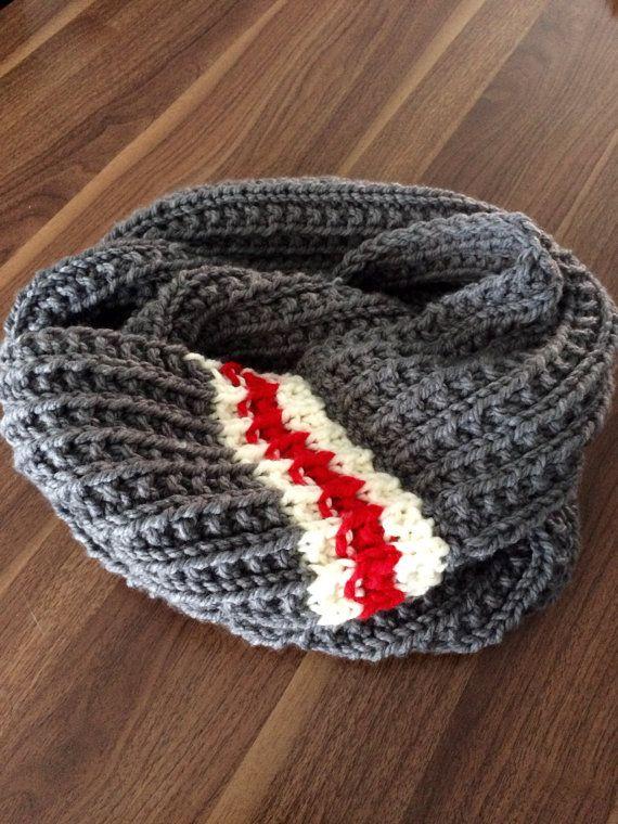 le foulard infini de type bas de laine vous prot gera du froid en plus de vous donner un look. Black Bedroom Furniture Sets. Home Design Ideas
