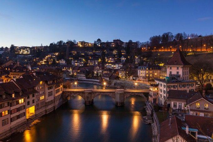 ベルンはスイスの首都。街の周りを川が囲み、中世の雰囲気がそのまま残った旧市街はあまりに素敵すぎる。。ユネスコの世界遺産にも登録されているベルンは、なんと現地人に人気の街ナンバーワン!理由は綺麗な街並みだけでなく、「人々の優しさ」も理由だそうです。