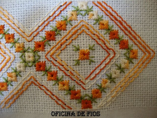Sem corte no tecido: Spanish Embroidery, Open Hem, Bordados Increíbles, Embroidery, Embroidery Sieve