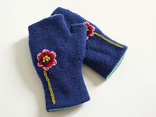 Reversible_fingerless_glove_indigo_flower_small2