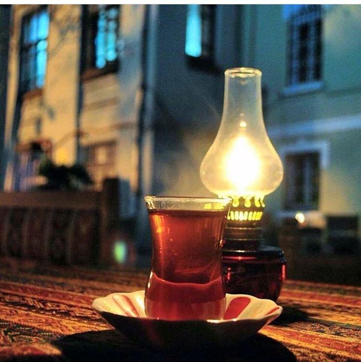 Gecenin yarısına Çayın karası çare oluyorsa… Henüz bir bardak daha UMUT vardır… Hayırlı geceler