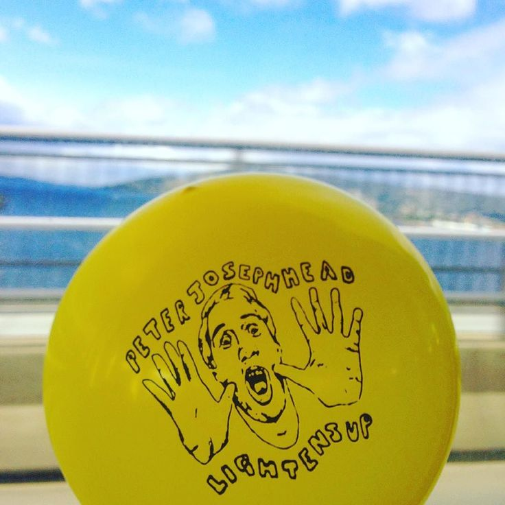 Taken my little balloon to Hobart. Gonna Lighten Up at Frankie's Empire tonight. #hobart #tasmanbridge #balloon #melbournemusic #hobartmusic #frankiesempire http://ift.tt/2fhIO9D