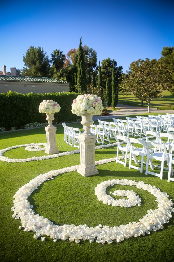 Amazing floral for a ceremony! View the full wedding here: http://thedailywedding.com/2015/11/23/country-club-wedding-jacqueline-derek/