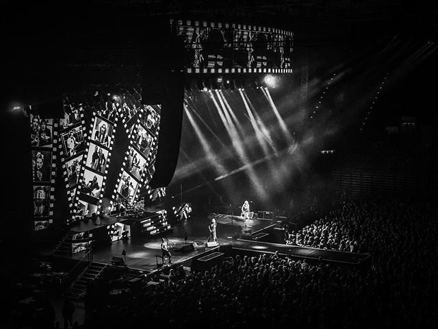 A photograph of Def Leppard performing Photograph #defleppard