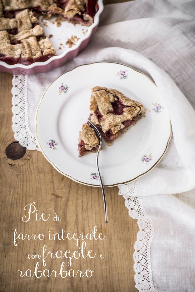 Pie di farro integrale con fragole Favetta di Terracina e rabarbaro - VANIGLIA - storie di cucina -