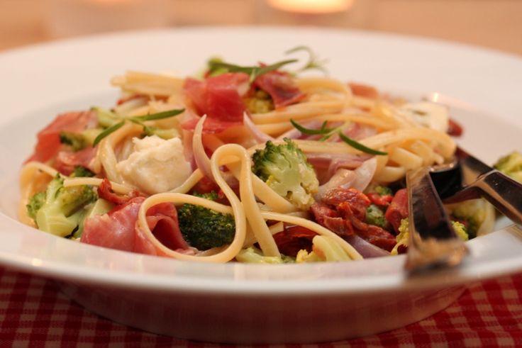 Pasta med parmaskinke, brokkoli og gorgonzola