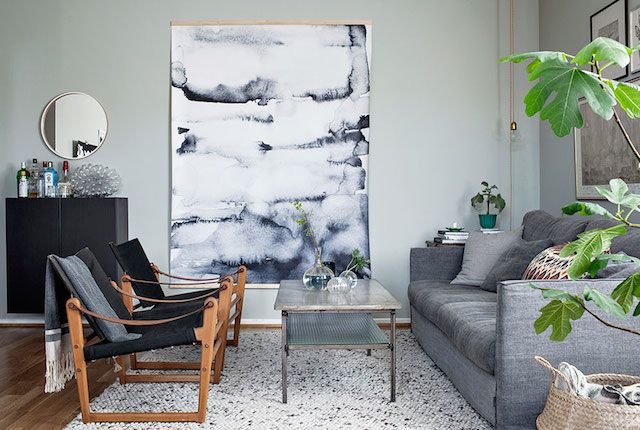 Frida Schüler's sitting room in shades of grey. Photo: Alice Johnsson.