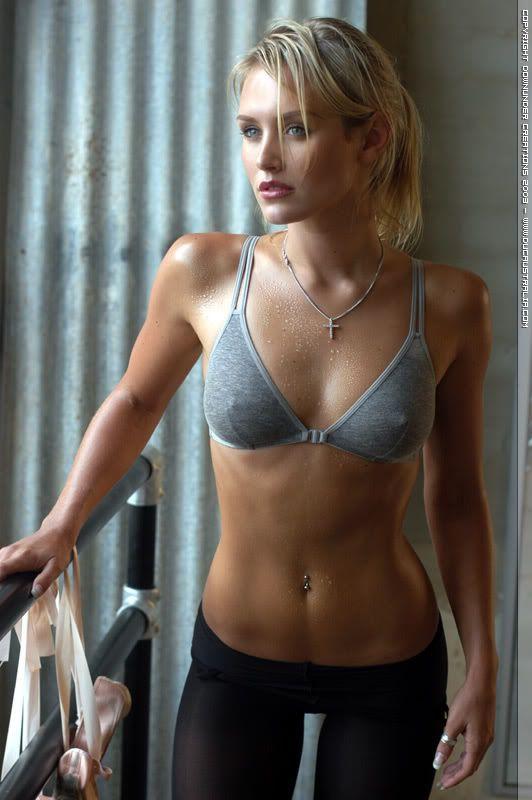 Perfect Female Body | http://i141.photobucket.com/albums/r44/tidypete/451fih3.jpg]