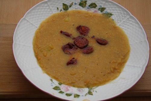 Polévka z červené čočky s chorizem