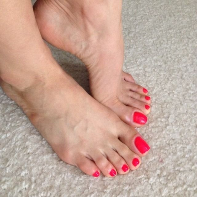 Sexy Red Toes | Feet nails | Sexy feet, Feet nails ...