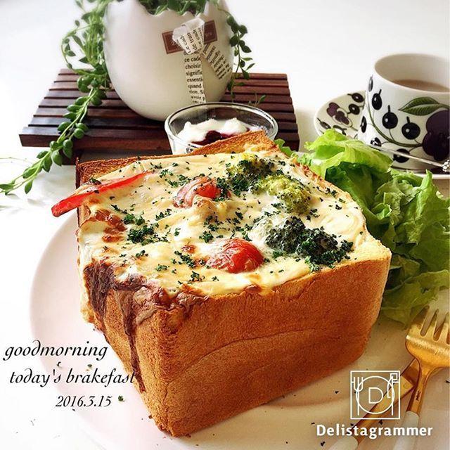ouchigohan.jp 2017/10/18 17:50:31 【 #おうちごはん通信 】 寒くなってくると食べたくなるシチューですが、つい作りすぎて余らせてしまうことはないでしょうか❓翌日はともかく、3日目となるとさすがにつらい…💦 そんな時は、 #シチューリメイク に挑戦してみてはいかがでしょう😃 食パンを大胆に使って #パングラタン にしたり、冷凍パイシートを活用して #シチューパイ にしたり✨ まねしたくなるアイデアがきっと見つかりますよ! . photo by @momoichigo0515 -------------------------- ◆おうちごはん記事はプロフィール欄から見てくださいね。 https://ouchi-gohan.jp/411/ . ◆#デリスタグラマー #delistagrammer #LIN_stagrammer を付けて投稿すると紹介されるかも!スタッフが毎日楽しくチェックしています♪ . [staff : コノ] --------------------------- . #ouchigohan #いつものいただきますを楽しく…
