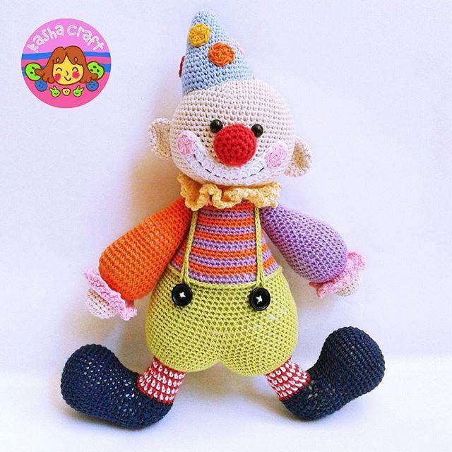 The Chatterbox Clown Pattern by lilleliis *Amigurumi segera diproses setelah transfer diterima dengan kisaran pembuatan maksimal 14 hari. **Via Tokopedia / Qlapa, pembuatan segera diproses setelah kami menerima notifikasi.  MAAF UNTUK SEMENTARA KAMI HANYA MENERIMA PEMESANAN VIA TOKOPEDIA / QLAPA.  TIDAK MENERIMA CUSTOM ORDER  #amigurumi #boneka #bonekarajut #doll #crochetdoll #hobi #hobby #instacrochet #instacraft #puppe #häkelpuppe #haken #häkeln #kadolucu #kadounik #amigurumiaddict…