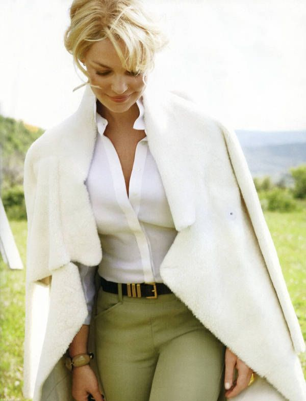 Green pants white blouse ... Visit the web page for 5 ideal appearances by using all these appealing white dress check http://topfashiondesigners.us/5-perfect-looks-with-white-dress/