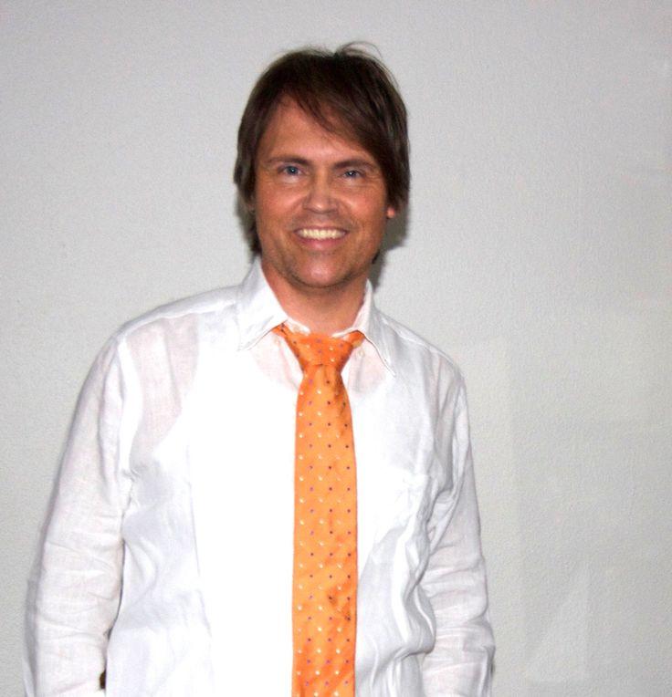 Lars Sjøstrøm Nielsen med gult slips fra Eton.