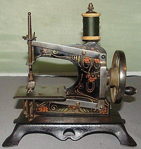 antique sewing machine picture on VisualizeUs
