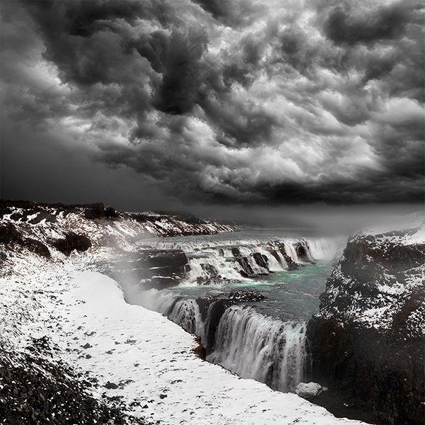 Iceland / Waterfall