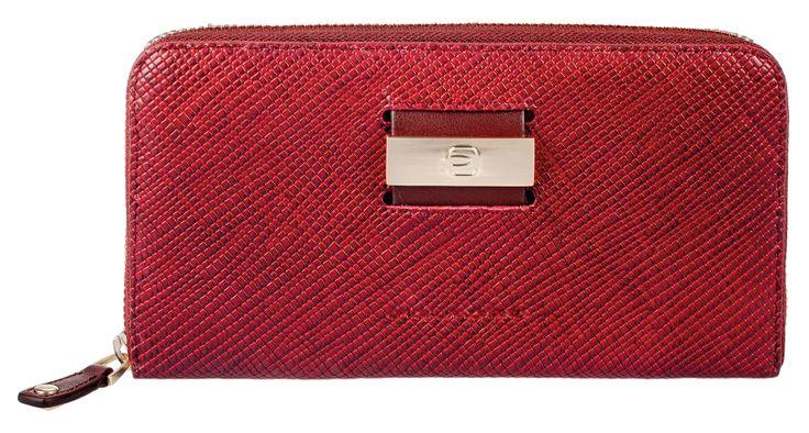 Any gift idea for this Christmas?http://www.piquadro.com/_/portafoglio-donna-quattro-soffietti-con-zip-6637.html
