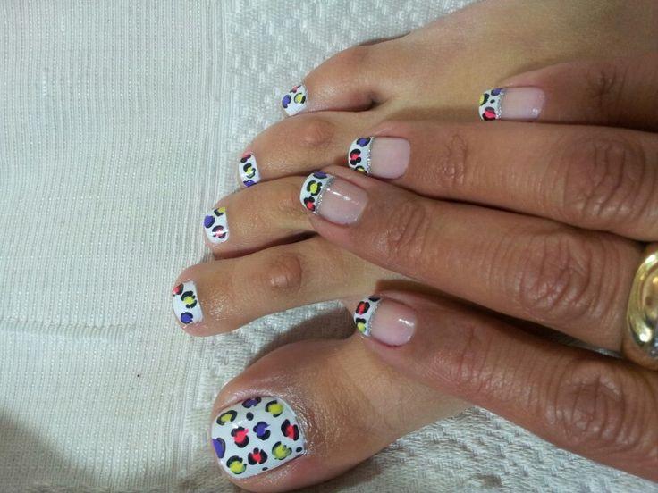 Animal print pies y manos