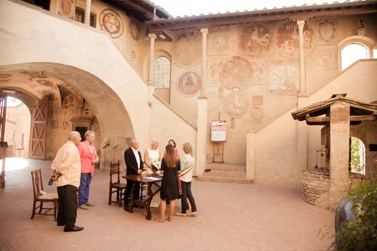 The ceremony settled in a beautiful old building in Certaldo.