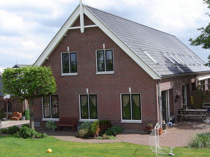 Architektenburo JJ van Vliet. Twee nieuwe woningen achter elkaar gebouwd in een boerderijvorm.