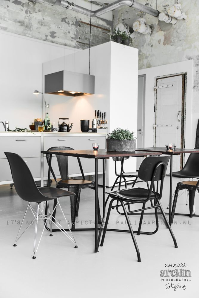 Modern, industrial, distressed, mixed up marvelous dining/kitchen. Photo: © Paulina Arcklin