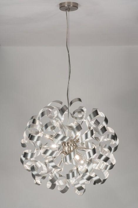 Klik op deze link voor webwinkel : https://www.rietveldlicht.nl/artikel/hanglamp-72503-modern-eigentijds_klassiek-design-aluminium-aluminium-staal_rvs-rond  Sfeervolle gezelligheid voorzien van een stijlvolle finesse! Deze grote hanglamp is gemaakt van aluminium en heeft een weelderig uiterlijk dat bestaat uit romantische krullen. Tussen de krullen liggen negen lichtpunten die zorgen voor een sfeervolle lichtreflectie. dimmen dan kan dat met behulp van een muurdimmer . Diameter55.00 cm