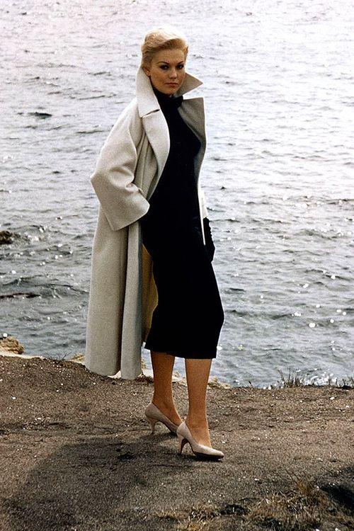 Sophisticated and sexy!  Kim Novak in Vertigo (1958) Women's vintage fashion clothing photography image poto