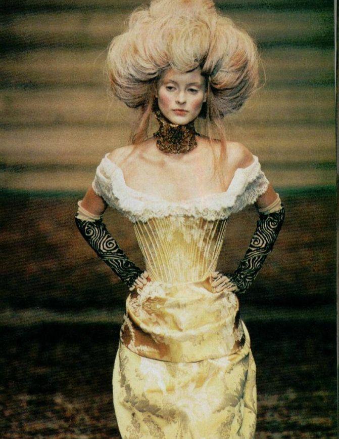 Philaminte - love the intimidating fullness of this wig Baroque Ladies - Baroque http://baroque-ladies.tumblr.com/